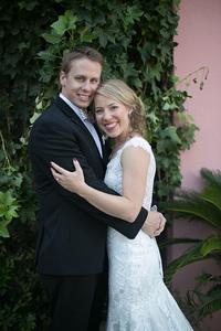 bride and groom on Rainbow row in Charleston, SC